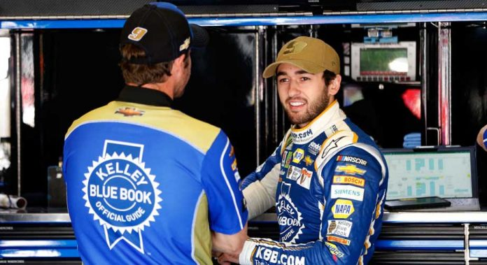 Alan Gustafson and Chase Elliott in the Texas garage