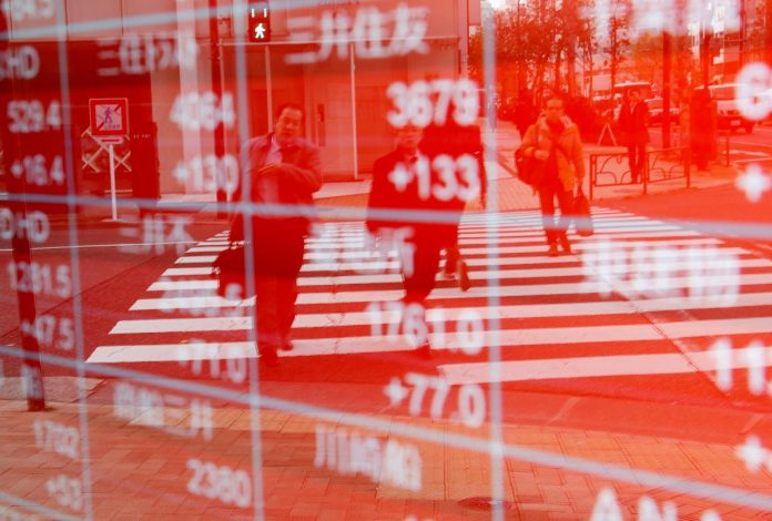 Asia stocks edge up as Wall St. extends comeback rally
