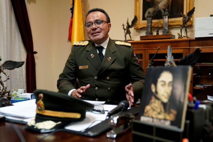 Venezuelan U.S. defense attache breaks with Maduro as diplomats leave