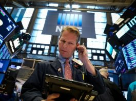 Wall Street ekes out gains after retail earnings; trade in focus