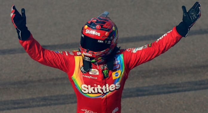 Kyle Busch passes Ryan Blaney late for Phoenix win