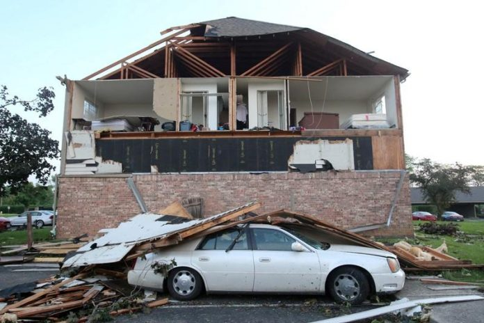 One killed, scores hurt by Ohio tornadoes as U.S. Midwest braces for more
