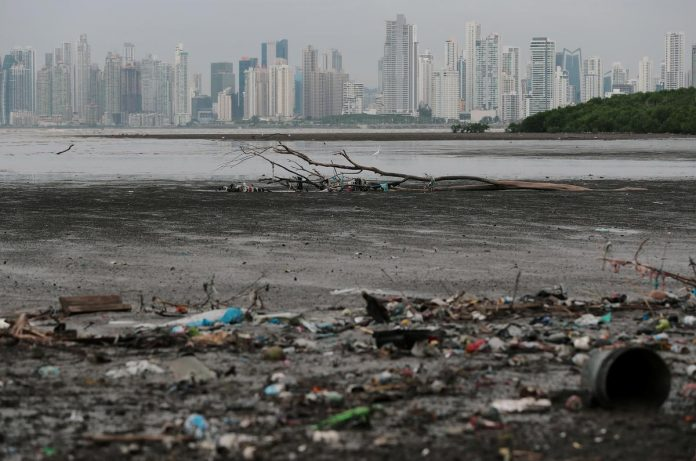 Panama becomes first Central American nation to ban plastic bags