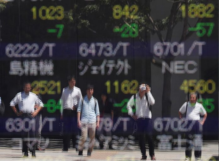 Asia stocks, bond yields rise on hopes of easing trade war tension