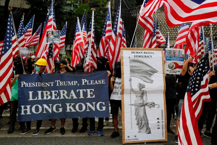 Hong Kong protesters sing Star Spangled Banner in appeal to Trump for help
