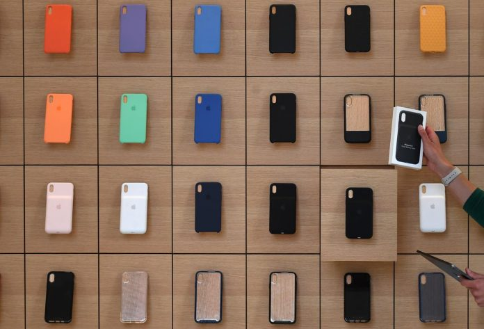 Apple may spark upgrade rush with new iPhones, tight pricing