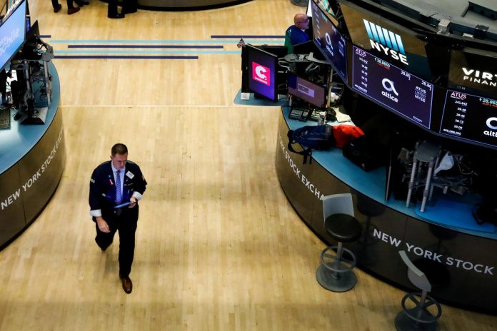 Wall Street opens lower on global growth fears