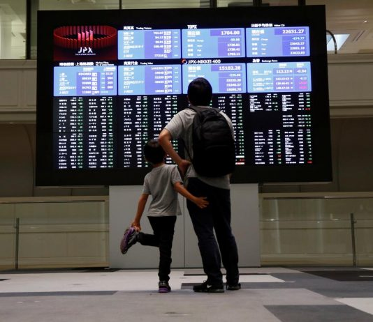 Global stocks inch up on trade hopes but growth fears cap gains
