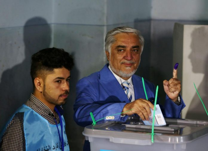 Afghan voters defy attacks, delays to vote for president