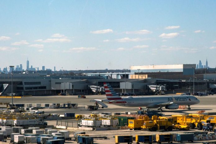 FAA to briefly close New York traffic center, LaGuardia control tower