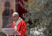 Pope opens Holy Week amid pandemic; says now is the time to serve