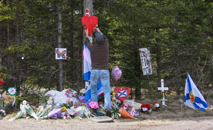 Canadian police encourage tipsters while working on timeline of mass shooting