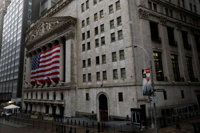 Wall Street set to rise as investors hold out for recovery