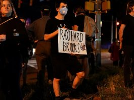 Atlanta officer says not 'state's witness' in Rayshard Brooks case, contradicting prosecutor